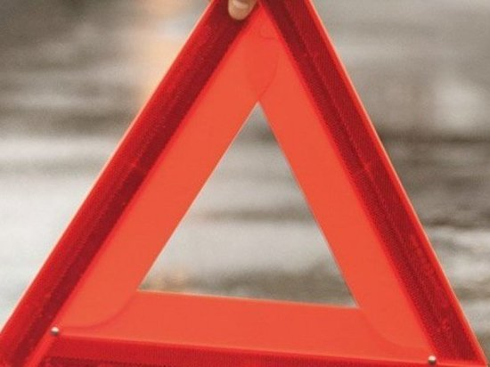В ДТП на улице Конституции в Оренбурге пострадали два водителя, три иномарки и фонарный столб