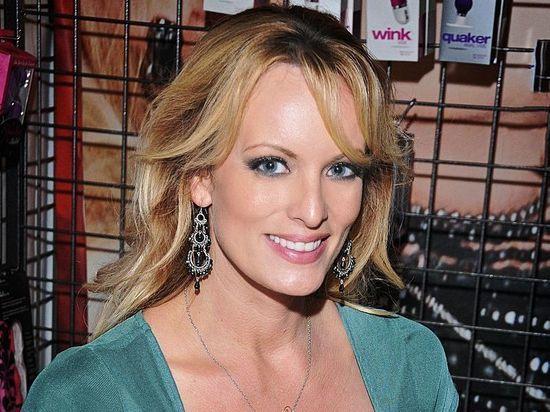 Американская порнозвезда Сторми Дэниэлс подала в суд на Трампа