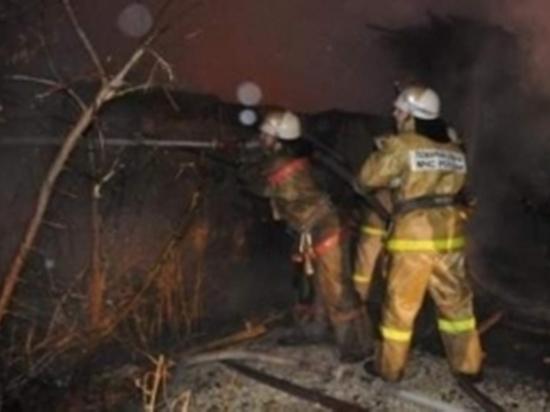Пожар в Пригородном тушили 15 спасателей МЧС