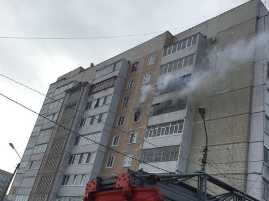 В Ульяновске из горящего дома эвакуировали двух человек
