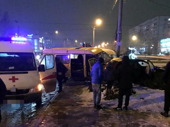 Две маршрутки в Волжском устроили массовое ДТП