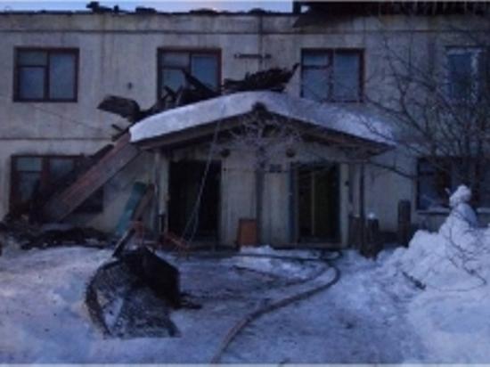 Из-за непотушенной сигареты ночью в Тверской области вспыхнул дом