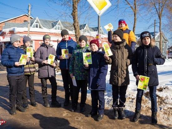 В Тверской области женщин поздравляли на дороге