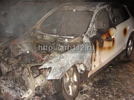 Под утро 8 марта неизвестные сожгли кроссовер в центре Архангельска