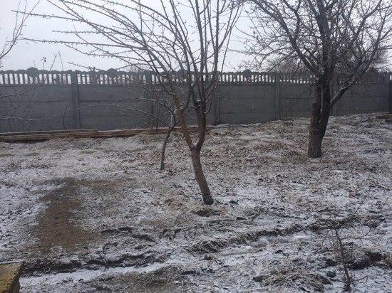 В Астрахани выпал первый весенний снег
