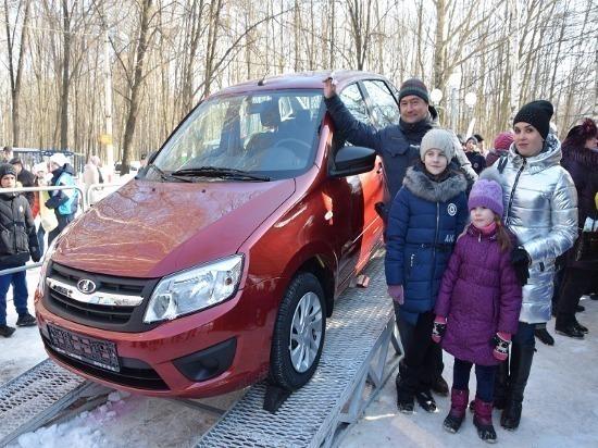 Ульяновская семья Мордвиновых выиграла автомобиль в парке «Молодежный»
