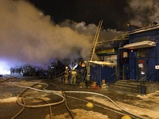 В Екатеринбурге из-за пожара в доме эвакуировали 20 человек