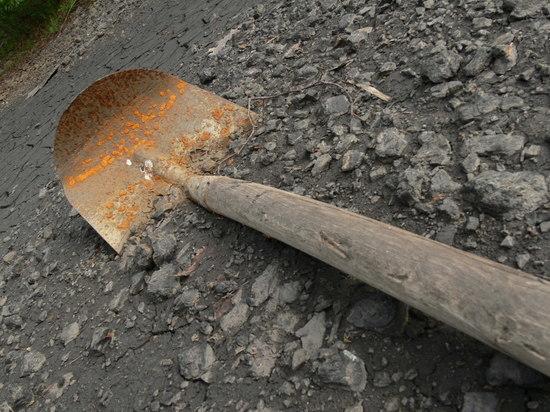 В Грачевском районе разъяренный муж угрожал убить жену лопатой