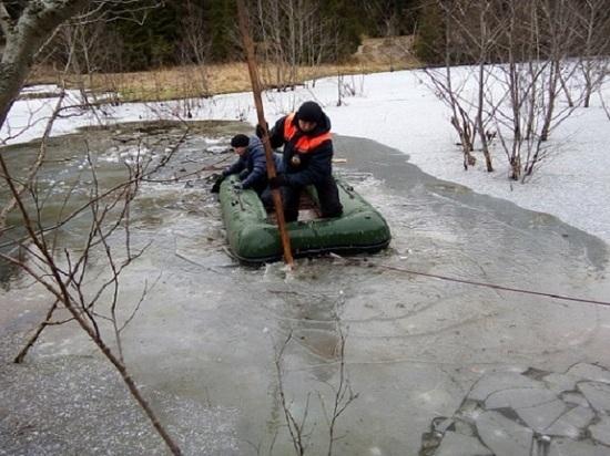 В Татарстане под лед на самодельном вездеходе провалились рыбаки