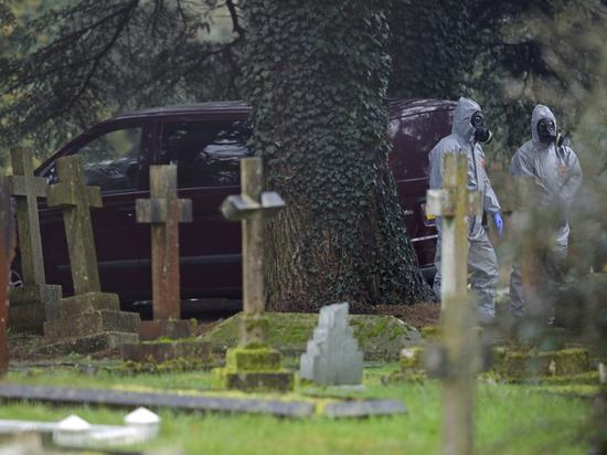 Новые подробности отравления экс-разведчика Скрипаля: из ресторана на кладбище