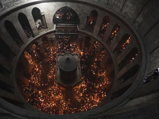 РПЦ раскритиковала армянского священника, раскрывшего тайну Благодатного огня