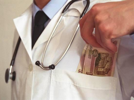 Минтруд объяснил январский и февральский рост зарплат бюджетников