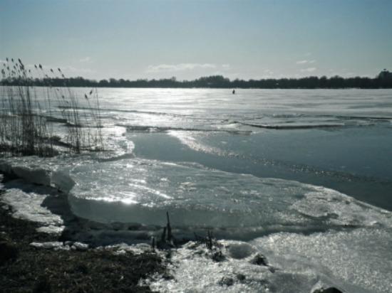 Сызранские спасатели помогли паре, заблудившейся на льду Волги