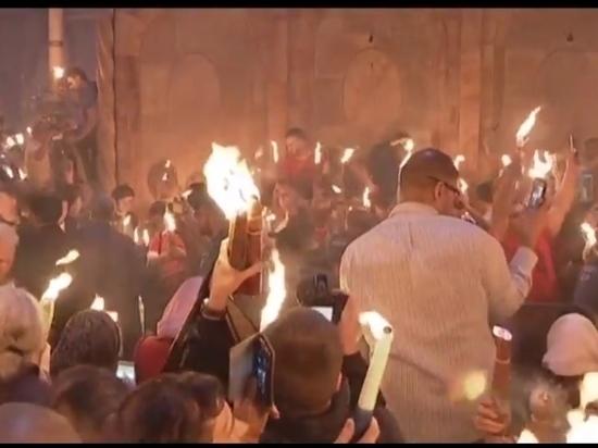 Армянский священник вызвал скандал, раскрыв тайну Благодатного огня