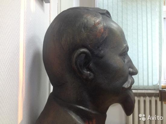 Бюст Дзержинского из «красного уголка» КГБ продают в Барнауле
