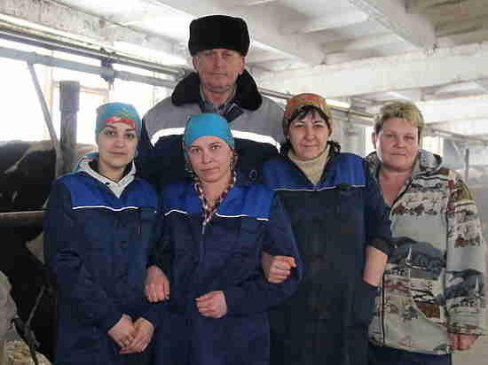 Прекрасная половина Учхоза «Пригородное» принимает поздравления