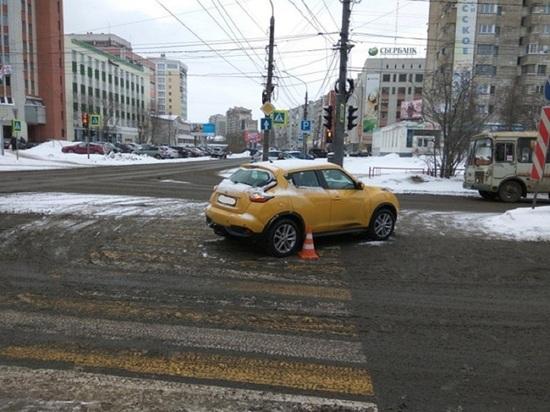 «Ниссан» сбил женщину на зебре в центре Архангельска