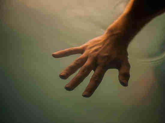 В Астрахани прохожий спас тонущего человека