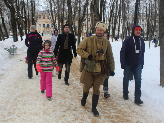 Смоляне побывали на театрализованной экскурсии с реконструктором Михаилом Гойдиным