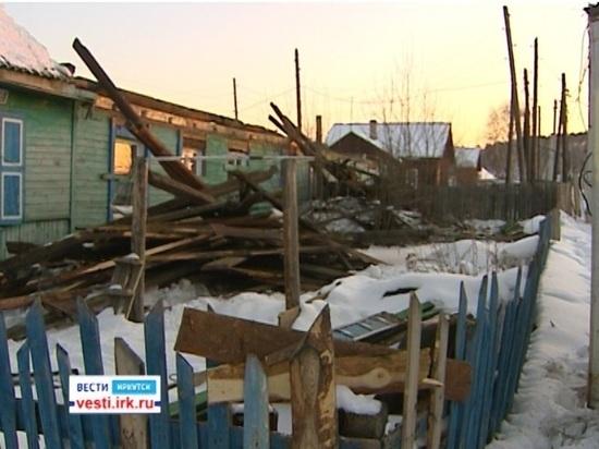 В Приангарье под тяжестью снега начали проваливаться крыши домов
