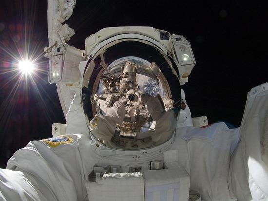 Из-за воздействия космоса два брата-астронавта перестали быть близнецами