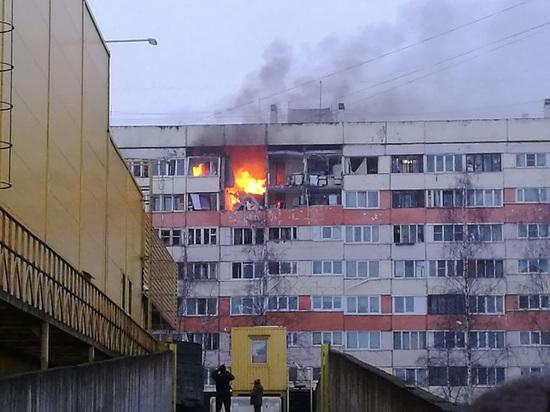 Три человека серьезно пострадали при взрыве газа в Петербурге