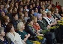 Торжественное мероприятие по случаю празднования Международного женского дня накануне 8 марта прошло во Дворце культуры «Россия»