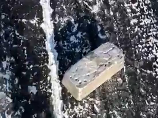 Жители Якутска поделили слитки, выпавшие из самолета: «Куда сбагрить золото?»