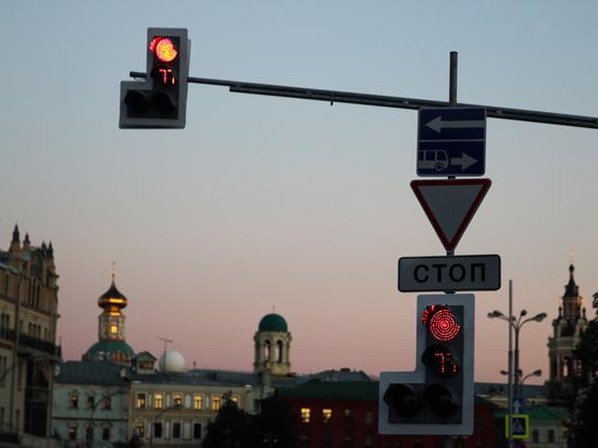 Светофоры предложили дополнить красной стрелкой