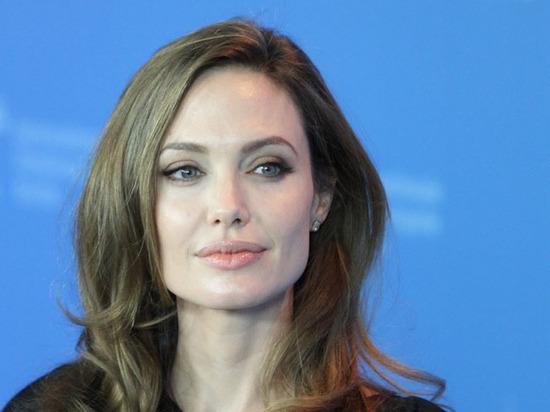 Сама предложила: Джоли собралась замуж в четвертый раз