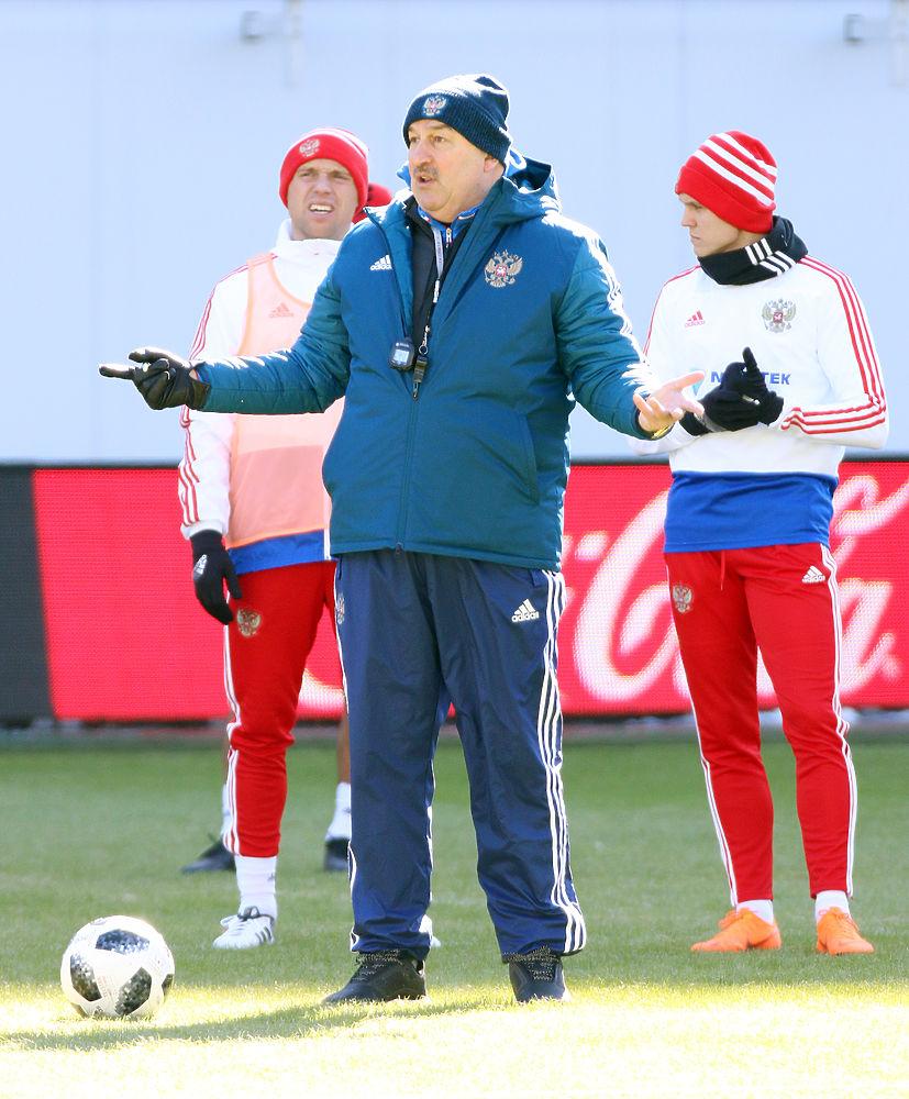 Сборная России по футболу провела тренировку к матчу с Бразилией