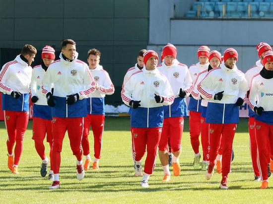 Допинг-офицер сорвал тренировку футбольной сборной России, собирая пробы пять часов