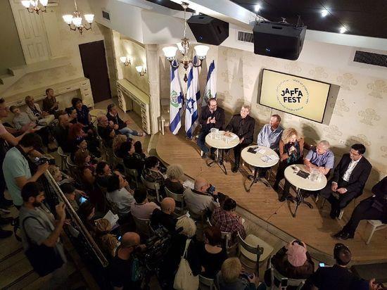 Мэр Тель-Авива Рон Хульдаи и руководство театра Гешер  провели совместную пресс-конференцию