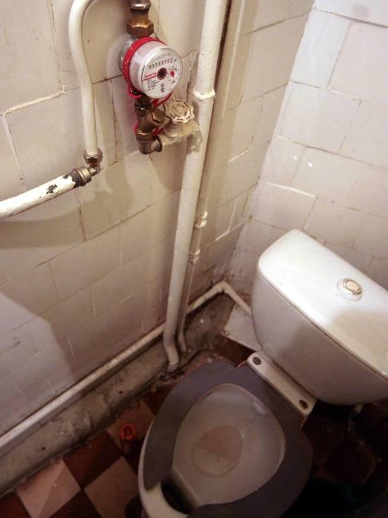 Гроб с туалетом: ужасы самых маленьких квартир России