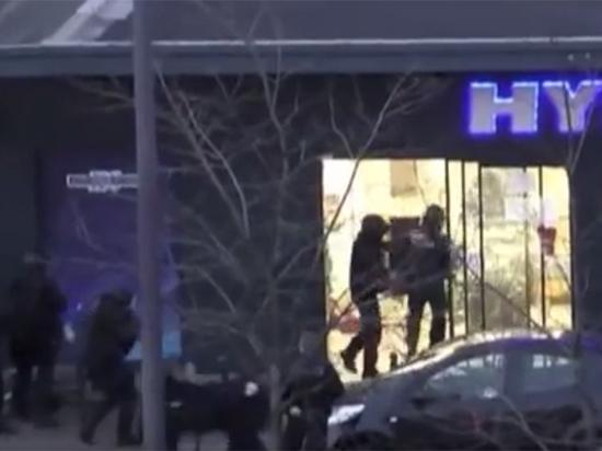 Захват заложников во Франции: есть убитые, выжившие спрятались в холодильнике