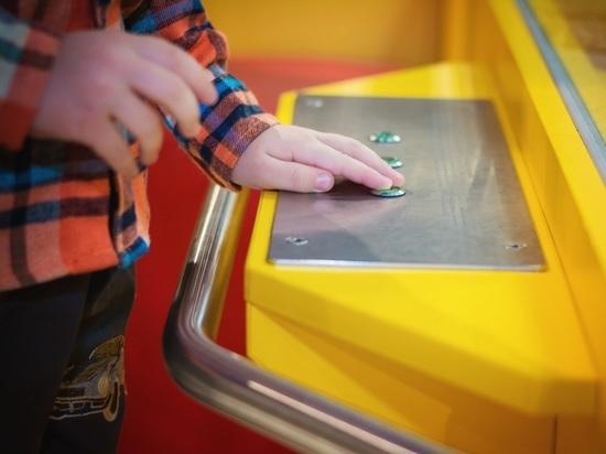 Дети, запертые в игровой клетке: опасности торговых центров
