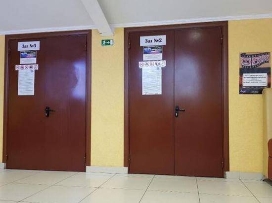 Двери кинотеатра ТЦ в Кемерово запер на ключ «один человек»