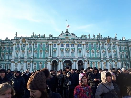 В Петербурге память жертв кемеровской трагедии почтили тысячи людей