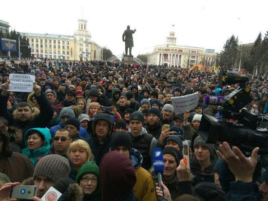 Митингующих пустили в морг Кемерово для подсчета тел