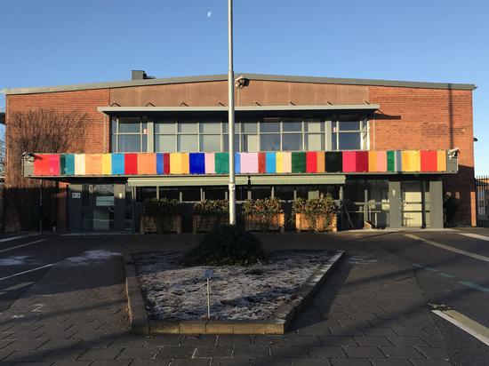 Жизнь маньяков в шведской тюрьме: круассаны, музыкальная студия, бассейн