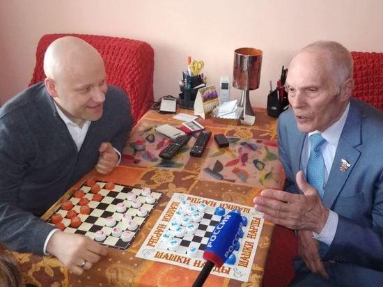 Депутаты новосибирского горсовета навестили уникального атлета-энтузиаста