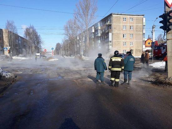 Пeрeкресток Сутырина и Центральной в Костроме перекрыли из-за аварии на теплосети