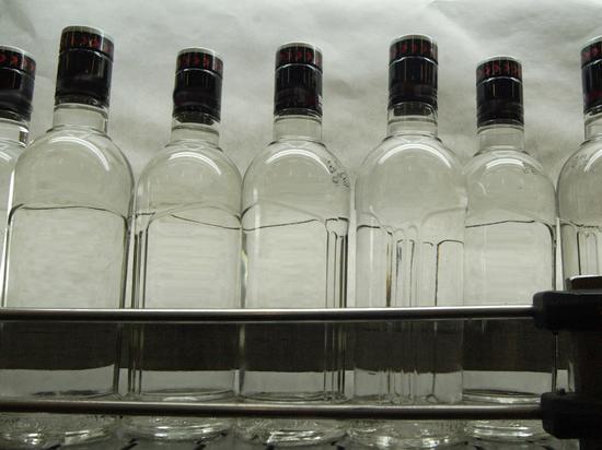 Россияне стали меньше пить из-за нехватки денег: найдена замена