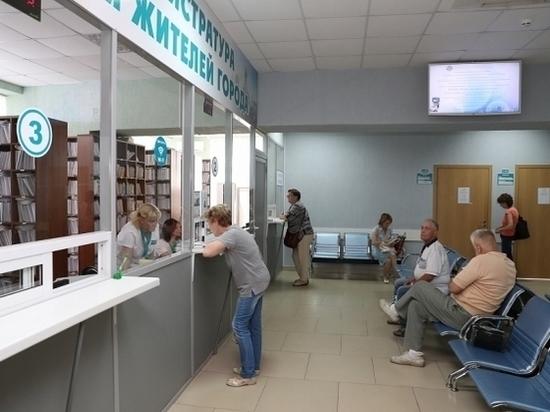 Андрей Бочаров проверяет обновление волгоградского онкоцентра