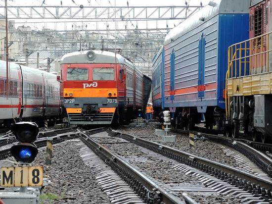 Пенсионера раздавило электричкой на станции Новогиреево