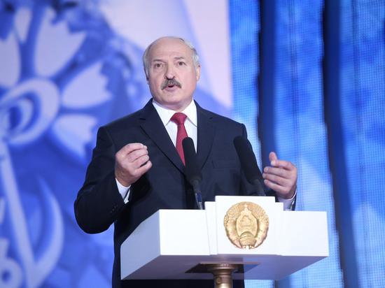 Лукашенко посетовал, что Россия постоянно