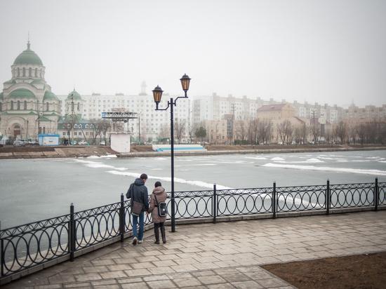 Астраханские улицы очищают от зимней грязи
