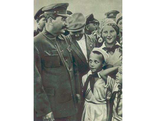 Сто лет комсомолу: какова была роль движения во внутрипартийной борьбе