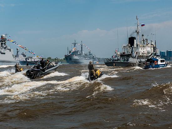 Астраханцы прощаются с Каспийской флотилией