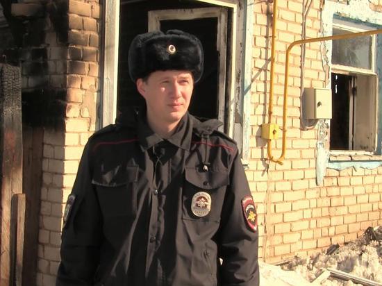В Козловке полицейский вынес пенсионерку из горящего дома